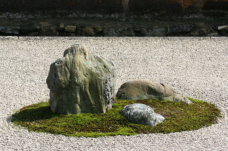 800px-Ryoanji_rock_garden_close_up
